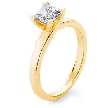 Solitaire Princess Cut Diamond – Yellow Gold