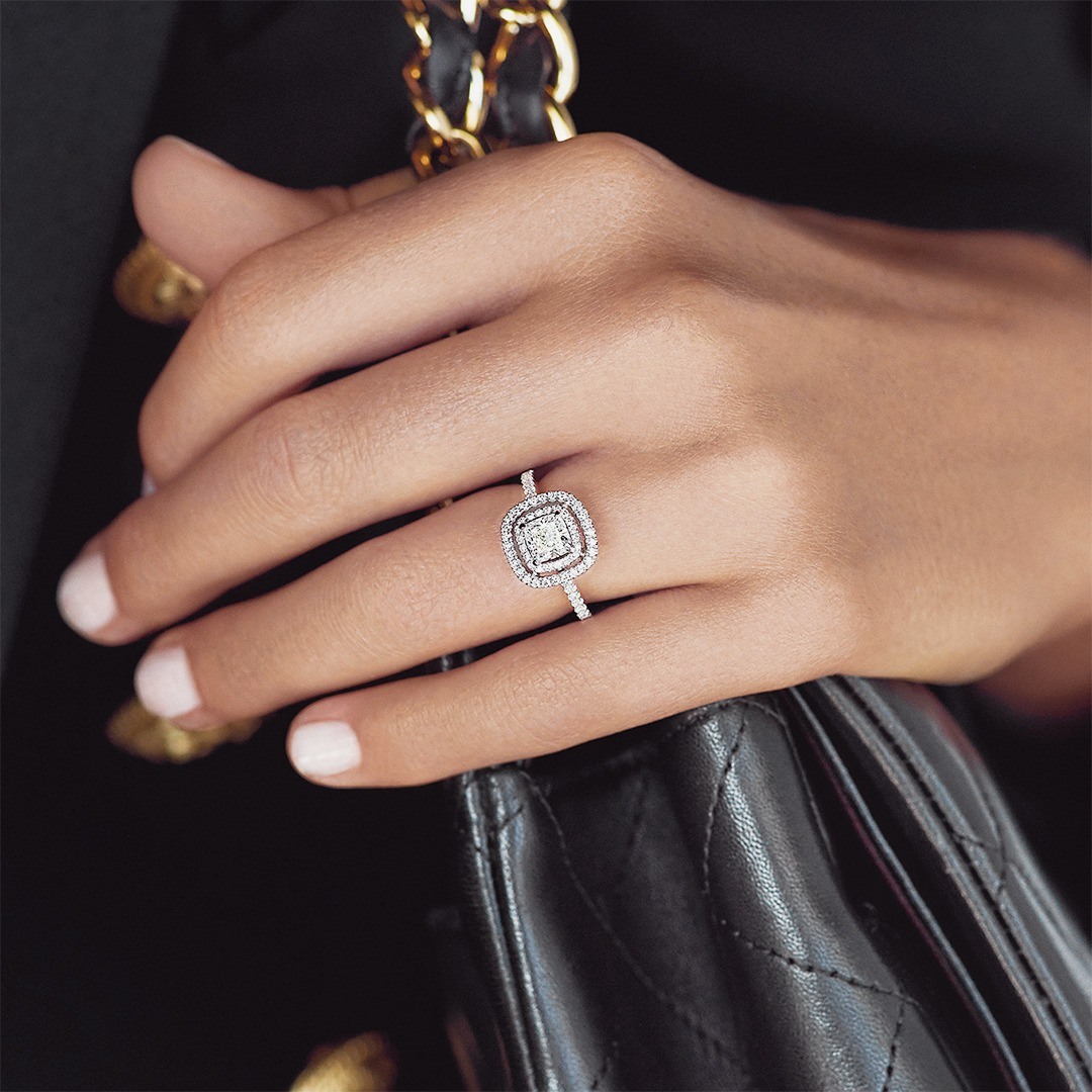 Why is the halo diamond engagement ring so popular right now?