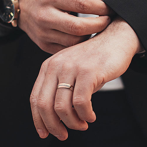 What designs are there for men wedding bands