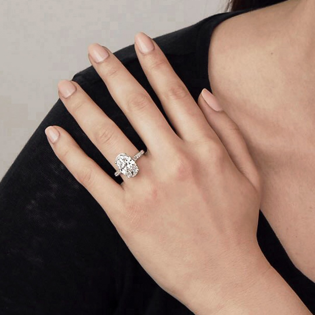 What makes oval cut engagement rings so alluring?