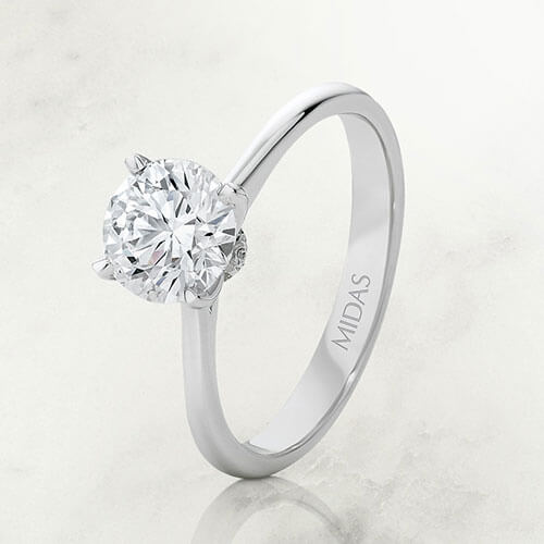 HOW TO CUSTOMISE YOUR DIAMOND SOLITAIRE ENGAGEMENT RING