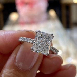 Times you should take off your engagement ring