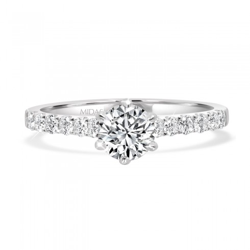 Round Brilliant Solitaire with Dazzling Diamond Shoulders
