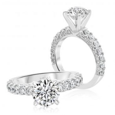 Round Classic Engagement Ring with Brilliant Diamond Shoulders